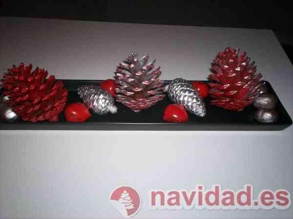 piñas castañas decoran tus centros mesa en Navidad