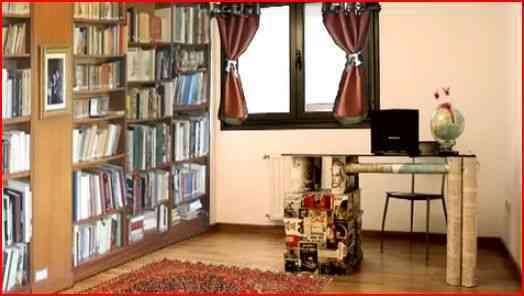 escritorio con libros