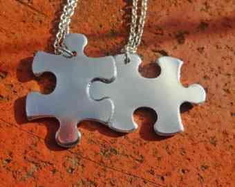 DIY collar hecho con puzzle
