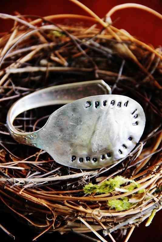 pulsera hecha con una cuchara