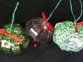 esferas navideñas de botellas recicladas