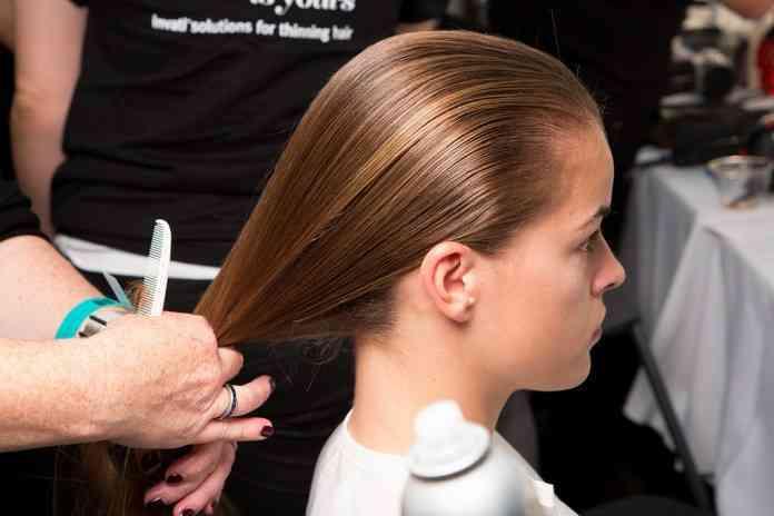 chica en peluqueria