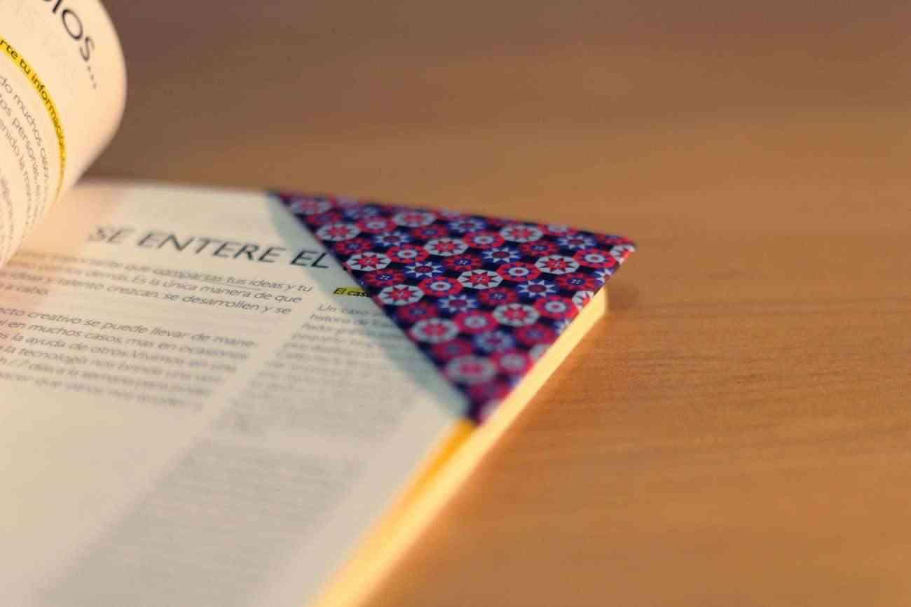 Videotutorial de cómo hacer un marcapáginas de origami