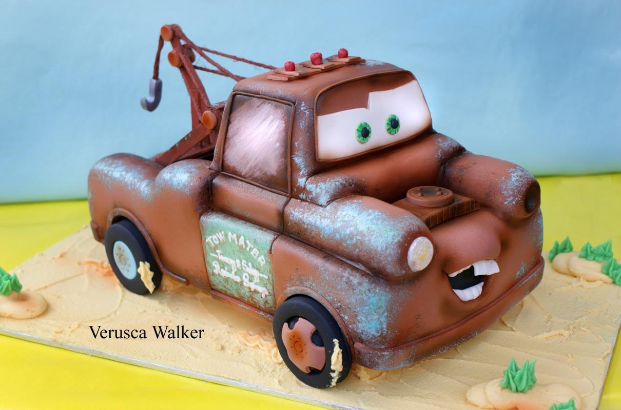 tarta en 3D con forma de coche de la pelicula cars