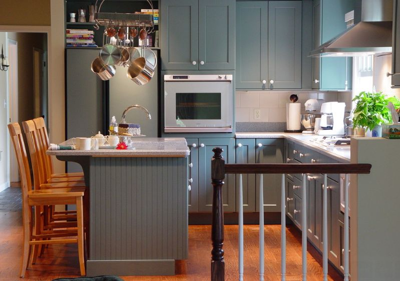 cocinas de estilo escandinavo - pequeña cocina azul