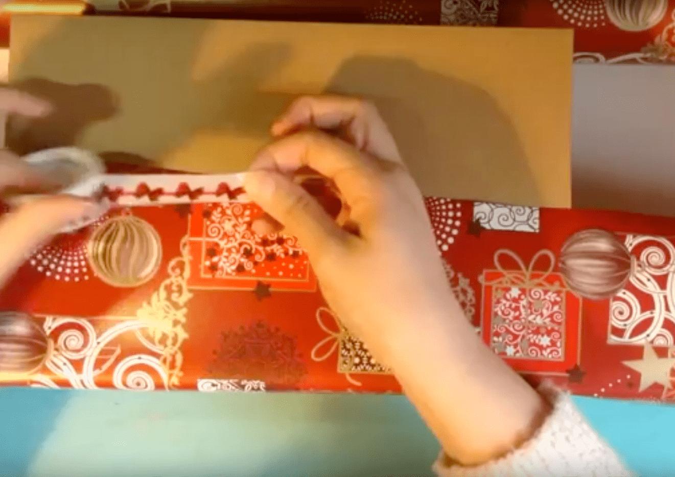 envolver un regalo de Navidad