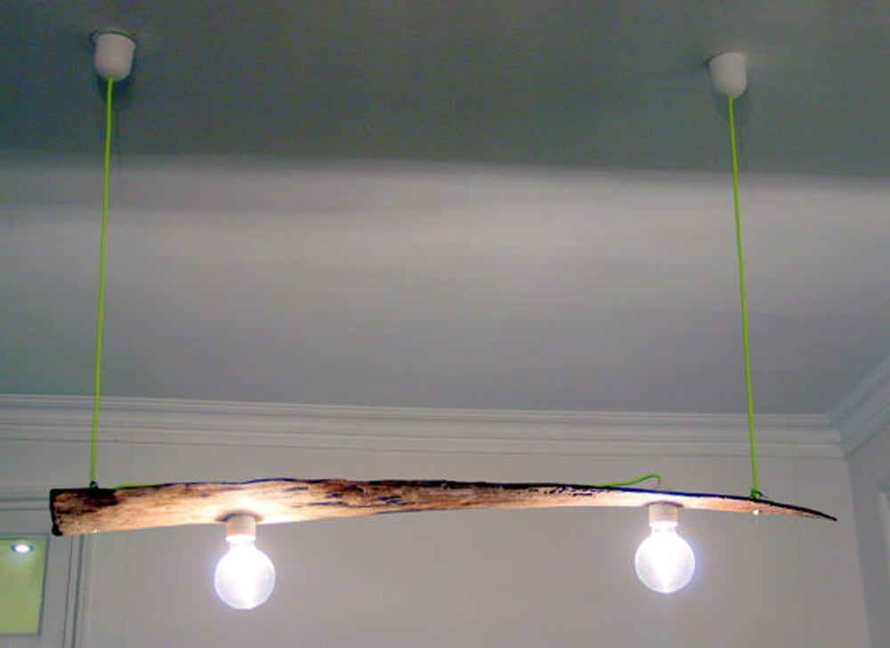 Lámparas hechas con restos de madera