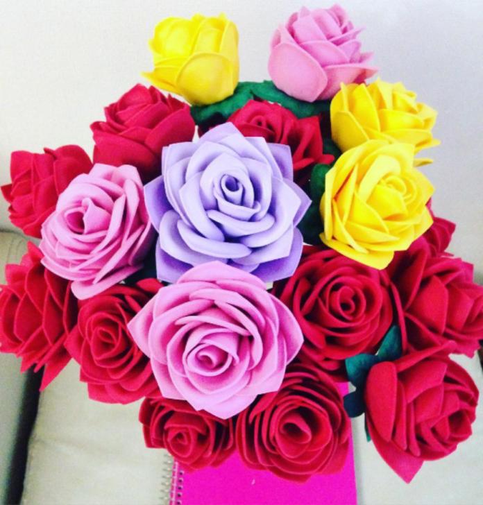 Hacer rosas con goma eva